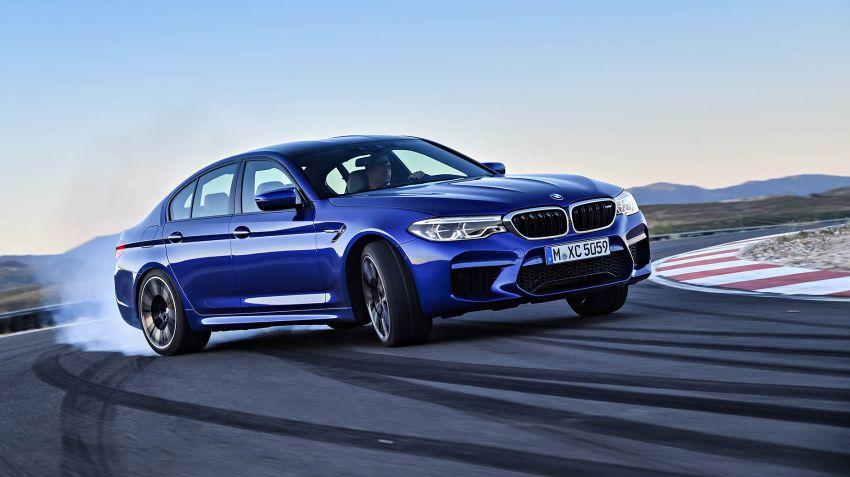 BMW sätter driftrekord - tankar i farten