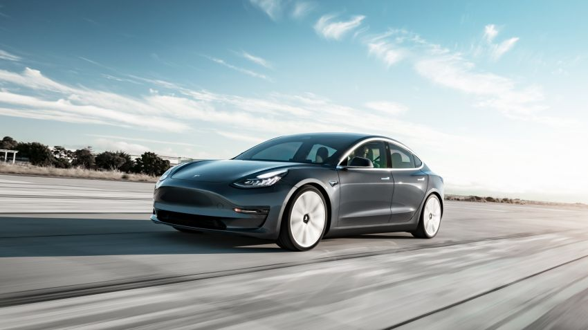 Tesla visar Model 3 i svenska showroom